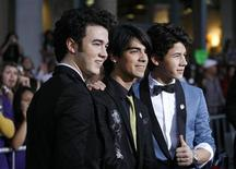 """<p>Cast members (from L-R) Kevin Jonas, Joe Jonas and Nick Jonas pose at the premiere of """"Jonas Brothers: The 3D Concert Experience"""" at El Capitan theatre in Hollywood, California February 24, 2009. REUTERS/Mario Anzuoni</p>"""