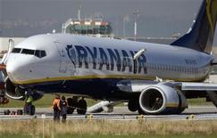 <p>Un aereo della compagnia irlandese low cost Ryanair. REUTERS/Chris Helgren (ITALY)</p>