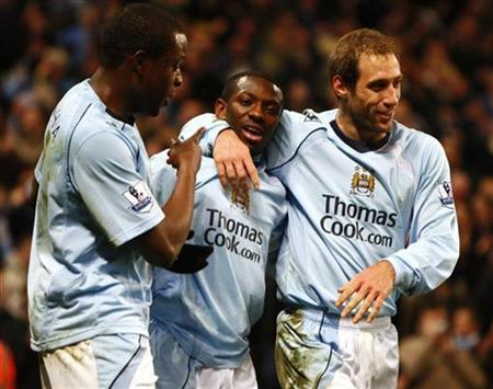 Manchester City's Shaun Wright-Phillips (C) celebrates his goal against Aston Villa with Nedum Onuoha (L) and Pablo Zabaleta during their English Premier League soccer match at the City of Manchester Stadium in Manchester March 4, 2009. REUTERS/Eddie Keogh. NO ONLINE/INTERNET USAGE WITHOUT A LICENCE FROM THE FOOTBALL DATA CO LTD. FOR LICENCE ENQUIRIES PLEASE TELEPHONE ++44 (0) 207 864 9000.