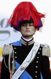 <p>Immagine d'archivio di una donna carabiniere in alta uniforme. REUTERS/Max Rossi (ITALY)</p>