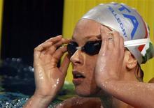 <p>A italiana Federica Pellegrini estabeleceu um novo recorde para os 200 metros nado livre durante competição em Riccione, na Itália, neste domingo. REUTERS/Wolfgang</p>