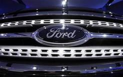 <p>The grill of a 2010 Ford Taurus is seen during the North American International Auto Show in Detroit, Michigan January 13, 2009. REUTERS/Mark Blinch</p>