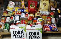 <p>One month's food assistance for one to two people is displayed at the Blackstone Valley CAP food pantry in Pawtucket, Rhode Island December 2, 2008. REUTERS/Brian Snyder</p>