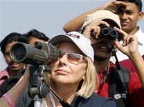 <p>Bird watchers in a file photo. REUTERS/Rafiqur Rahman</p>