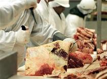 <p>In this file photo workers bone and cut beef at a meat packing plant in Toronto, May 22, 2003. REUTERS/Mike Cassese</p>
