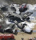 <p>Потерпевший крушение грузовой самолет компании FedEx в аэропорту Нарита в Тибе 23 марта 2009 года. Грузовой самолет MD-11 компании Federal Express (FedEx Corp), совершавший перелет из Гуанчжоу (Китай), разбился из-за сильного ветра при посадке в токийском аэропорту Нарита в понедельник. REUTERS/Kyodo</p>