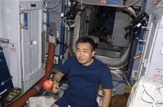 <p>Japan Aerospace Exploration Agency's Koichi Wakata, pictured here on the International Space Station enjoying an apple, changes over from STS-119 mission specialist to an ISS flight engineer for a tour aboard the orbital outpost in this photo released by NASA March 21, 2009. REUTERS/NASA</p>