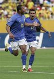 <p>Júlio Baptista comemora gol marcado no empate do Brasil por 1 x 1 com o Equador, em Quito, nas eliminatórias da Copa do Mundo. REUTERS/Teddy Garcia</p>