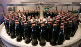 <p>Alcune bottiglie di Coca-Cola. REUTERS/Tami Chappell</p>