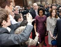 <p>Le First lady Michelle Obama e Carla Bruni-Sarkozy. REUTERS/Philippe Wojazer</p>