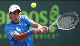 <p>Sérvio Novak Djokovic bate Federer no torneio do Masters de Miami, em Key Biscayne. 03/04/2009. REUTERS/Carlos Barria</p>