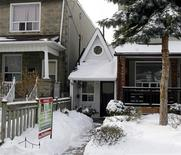 <p>The littlest house in Toronto is shown for sale in Toronto, December 18, 2007. REUTERS/ Mike Cassese</p>