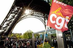 <p>A French CGT labour union flag is seen at the entrance of the Eiffel Tower in Paris April 9, 2009. The Eiffel Tower remained closed for a second day as employees continued their strike. REUTERS/Philippe Wojazer</p>