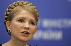 <p>Премьер-министр Украины Юлия Тимошенко на пресс-конференции в Киеве 24 марта 2009 года. Премьер-министр Украины Юлия Тимошенко заявила во вторник, что приняла все необходимые для возобновления кредитов МВФ решения, не дожидаясь парламента. REUTERS/Konstantin Chernichkin</p>