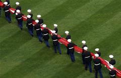 <p>Alcuni marine americani durante una cerimonia pubblica. REUTERS/Mike Segar</p>