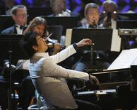 <p>Pianista Lang Lang no palco do 50o Grammy em Los Angeles. 10/02/2008. REUTERS/Mike Blake</p>