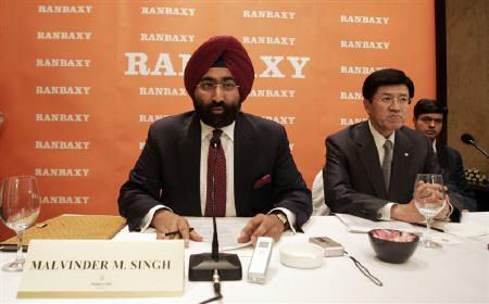 Malvinder Singh (L), chief executive of Ranbaxy, speaks as Takashi Shoda, President and CEO of Daiichi Sankyo Co Ltd, watches, during a news conference in this New Delhi June 11, 2008 file photo. REUTERS/Danish Ismail/Files