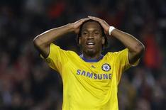 <p>Didier Drogba, do Chelsea, lamenta jogada durante jogo de ida contra o Barcelona nas semifinais da Liga dos Campeões, que terminou em 0 x 0 REUTERS/Gustau Nacarino</p>
