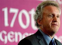 <p>Jeff Immelt speaks during a function in Mumbai May 30, 2006. REUTERS/Punit Paranjpe</p>