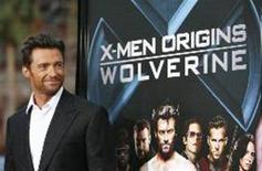 """<p>Hugh Jackman posa ao lado de cartaz do filme """"X-Men Origens: Wolverine"""", que desbancou concorrentes com arrecadação de 87 milhões de dólares. REUTERS/Mario Anzuoni</p>"""