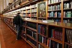 <p>La principale sala di lettura della New York Public Library. REUTERS/Mike Segar</p>