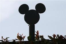 <p>The silhouette of Disney character Mickey Mouse, which tops fencing at the Walt Disney Co. compound, is pictured in Burbank, California May 5, 2009. REUTERS/Fred Prouser</p>