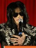 <p>Foto de arquivo do cantor pop norte-americano Michael Jackson em coletiva de imprensa em Londres. 05/03/2009. REUTERS/Stefan Wermuth</p>