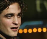"""<p>Foto de arquivo do ator Robert Pattinson na estreia do filme """"Crepúsculo"""" em Los Angeles. 17/11/2008. REUTERS/Mario Anzuoni/Arquivo</p>"""