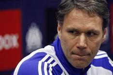<p>Foto de arquivo do técnico do Ajax Amsterdã, Van Basten, em uma coletiva de imprensa em Marselha. 11/03/2009. REUTERS/Jean-Paul Pelissier</p>