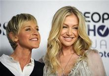 <p>Comedian Ellen Degeneres (L) and actress Portia de Rossi pose backstage after Degeneres won the award for Favorite Talk Show Host at the 35th annual People's Choice awards in Los Angeles January 7, 2009. REUTERS/Phil McCarten</p>