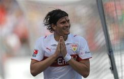 <p>Mario Gomez marcou quatro gols neste sábado e levou o Stuttgart à goleada por 4 x 1 sobre o Wolfsburg, o líder do Campeonato Alemão. REUTERS/Johannes Eisele</p>