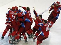 <p>Russia's players celebrate victory over Canada after their IIHF World Hockey Championship gold medal game in Bern May 10, 2009. REUTERS/Pascal Lauener</p>