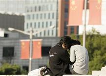 <p>Immagine d'archivio di una coppia a Shanghai. REUTERS/Aly Song (CHINA)</p>