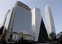 <p>The Mandarin Oriental hotel (R) is seen in Central in Hong Kong December 19, 2008. REUTERS/Woody Wu</p>