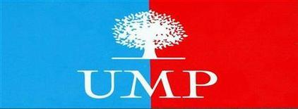 <p>Логотип французской правящей партии UMP в Ле Бурже 17 ноября 2002 года. Бывший мэр французского города Сен-Сиприен и член ведущей партии UMP, обвиняемый в коррупции, покончил с собой в тюремной камере, сообщила полиция в воскресенье. REUTERS/Philippe Wojazer</p>
