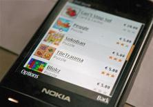 <p>Тестовая версия интернет-магазина Ovi компании Nokia на экране телефона в Хельсинки 14 мая 2009 года. Финская Nokia открыла интернет-магазин программного обеспечения и контента, назвав его Ovi Store, сообщила компания во вторник. REUTERS/Tarmo Virki</p>