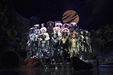 """<p>Foto de arquivo do elenco do musical """"Cats"""" em performance. 14/04/2009. REUTERS/Edgar Su</p>"""