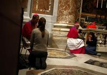 <p>Bishops receive confessions from women during a penitential celebration led by Pope Benedict XVI in St Peter's Basilica at the Vatican March 13, 2008. REUTERS/Tony Gentile</p>