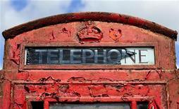 <p>Cabina telefonica in Gran Bretagna. REUTERS/Nigel Roddis</p>