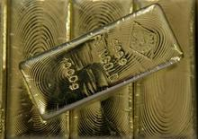 <p>Gold bars are displayed in the Austrian Gold and Silver Separating Plant Oegussa in Vienna June 2, 2009. REUTERS/Leonhard Foeger</p>