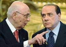 <p>Giorgio Napolitano con Silvio Berlusconi. REUTERS</p>