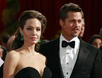 <p>Casal Angelina Jolie e Brad Pitt, em foto de arquivo, anunciaram doação de 1 milhão de dólares para refugiados no Paquistão. REUTERS/Jason Reed</p>