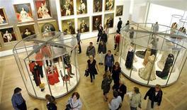 <p>I ritratti degli zar di Russia e gli abiti decorati con intarsi d'oro saranno in mostra da oggi nella nuova sede olandese del museo Hermitage, nel cuore di Amsterdam. REUTERS/Toussaint Kluiters/United Photos (NETHERLANDS ENTERTAINMENT SOCIETY)</p>