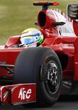 <p>Piloto da Ferrari de Fórmula 1 brasileiro Felipe Massa em Silverstone. 19/06/2009. REUTERS/Yves Herman</p>