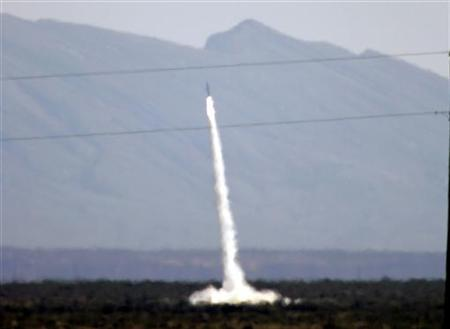 SpaceLoft XL, a rocket bound for space and packed with cargo, blasts off from a desert launch range near Truth or Consequences, New Mexico September 25, 2006. REUTERS/Robert Galbraith
