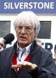 <p>As equipes da Fórmula 1 devem ser livres para gastar o quanto quiserem em troca de um compromisso de longo prazo com o esporte, sugeriu neste sábado Bernie Ecclestone, que detém os direitos comerciais da F1. REUTERS/Yves Herman</p>