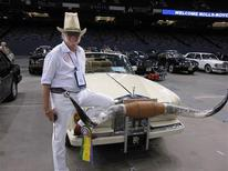 <p>Don Knobler, of Dallas, Texas shows off his 1989 Rolls Royce Corniche at the Rolls-Royce Owners Club at the Louisiana Superdome in New Orleans, June 20, 2009. REUTERS/Kathy Finn</p>
