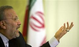 <p>Министр иностранных дел Ирана Манучер Моттаки выступает на пресс-конференции 1 июня 2009 года в Тегеране по поводу внешней политики страны. Тегеран обдумывает пересмотр отношений с Великобританией, которую обвиняет в разжигании беспорядков после спорных президентских выборов, сообщило в среду агентство ISNA со ссылкой на министра иностранных дел Ирана Манучера Моттаки. REUTERS/Caren Firouz</p>