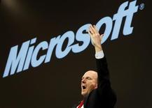 <p>Il Ceo di Microsoft Steve Ballmer al CeBIT di Hannover. REUTERS/Christian Charisius</p>