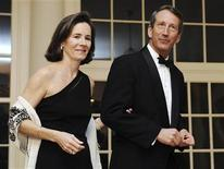 <p>South Carolina Governor Mark Sanford arrives with his wife Jenny at a White House dinner held by U.S. President Barack Obama for the National Governors Association in Washington, in this file photo taken February 22, 2009. REUTERS/Jonathan Ernst</p>